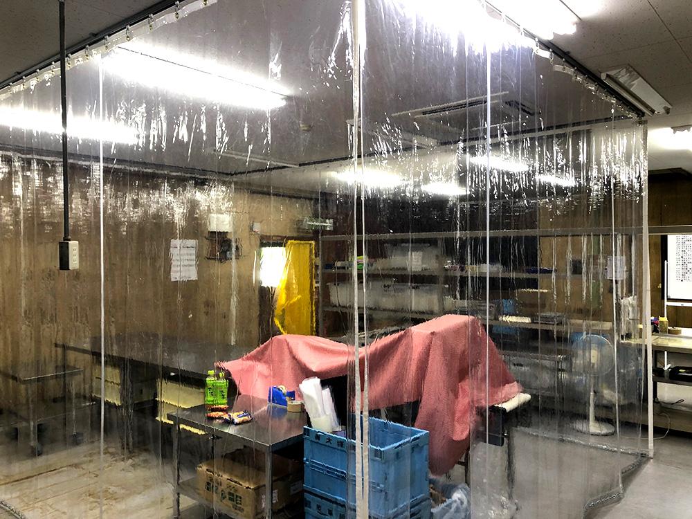 画像:食品工場内クリーンルーム用間仕切りビニールカーテン新設工事