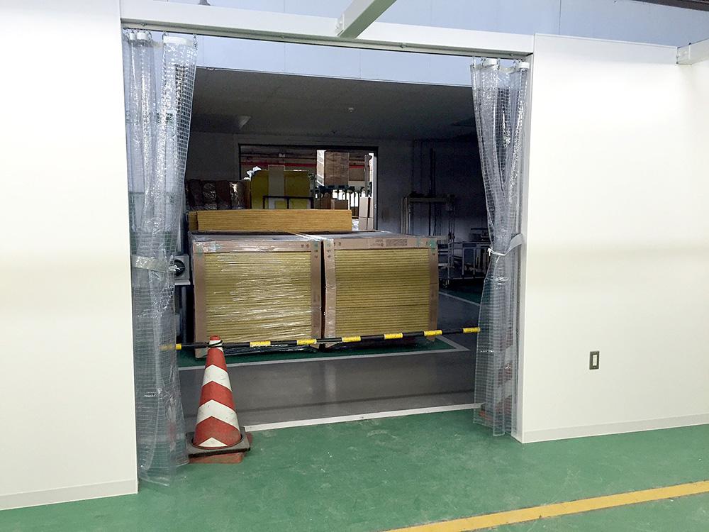 画像:オーソドックスな間仕切りカーテンの新設工事