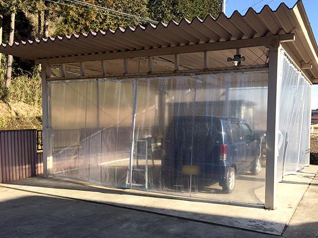 画像:カーポートに間仕切りカーテンを設置
