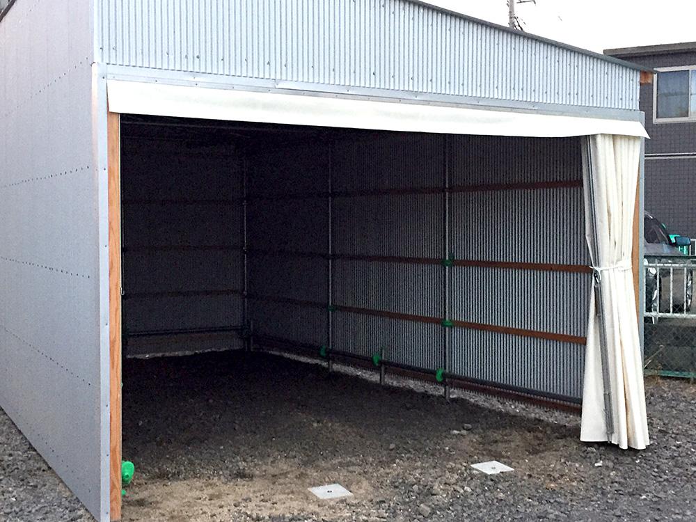 画像:カーポート用の間仕切り芯材ビニールカーテンの新設