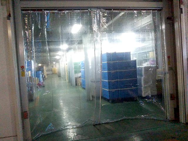 画像:倉庫間仕切りカーテン新設工事